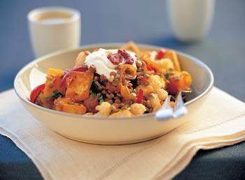 Zoutarm hoofdgerecht: Pikante pompoensalade. Kook de pompoen en de bloemkool gaar (in de magnetron) en laat ze goed uitlekken.