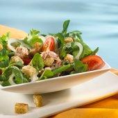 Zoutarm voorgerecht: Tonijnsalade. Kook de aardappelen in ca 20 minuten gaar, laat ze afkoelen en snijd ze in blokjes.