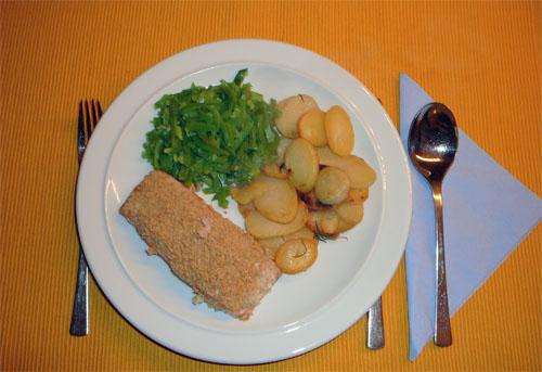 Zoutarm hoofdgerecht: Zalm met een krokant korstje. Warm de oven voor op 200°C. Kook de afgehaalde boontjes in weinig water in 10 minuten gaar en bak de aardappelschijfjes in een koekenpan gedurende 15 minuten.