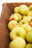 Zoutarm nagerecht: Gepofte appels. Verwarm de oven voor op 200°C. Was de appels en steek met een appelboor de klokhuizen eruit. Meng de amandelspijs met de rozijnen, citroenschil en kaneel in een.